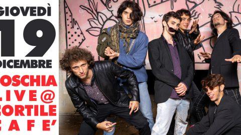 """Giovedì 19 Dicembre, Foschia live al Cortile Café di Bologna: ultima data del 2019 per il Release Tour di """"Dalla Città al Cielo""""."""