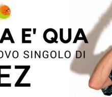 La Vita è Qua è il nuovo singolo di Janez: ritmi swing e melodie pop per un brano fresco e già proiettato verso i colori caldi della bella stagione.